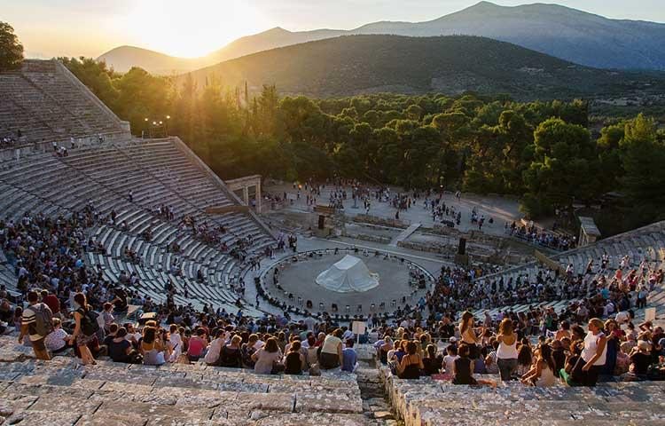 ต้นกำเนิดโรงละครแห่งแรกของโลก