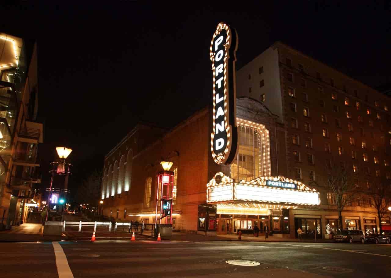 เกี่ยวกับโรงละคร Portland-theater